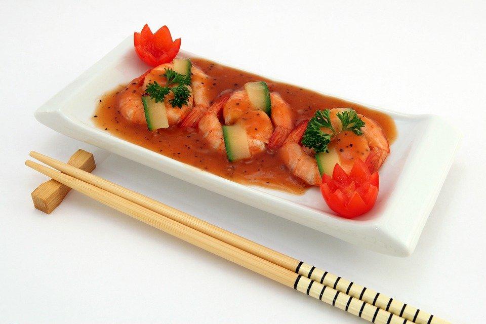 Apprenez à manger de façon asiatique avec les baguettes chinoises!